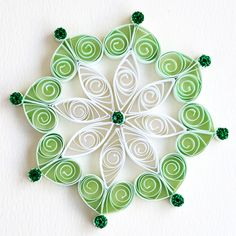 https://flic.kr/p/Bv59yC | 6 point white and green quilled snowflake with green glitter