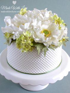 White Poppy and Hydrangea Cake