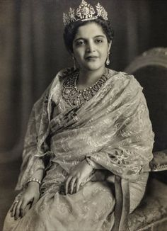 Princess Rafat Zamani Begum - or Bari (senior) Begum Sahiba of Rampur, formerly of the Najiabad family. Photographed by Kinsey Studios of Delhi in Courtesy MAP/Tasveer