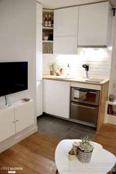 Do You Like Best Inspiring Small Kitchen Design Ideas In Your Home? Kitchen Design Small, Interior, Small Apartment Interior, Kitchen Decor, Studio Kitchen, Home Kitchens, Apartment Kitchen, Small Apartment Kitchen, Kitchen Design