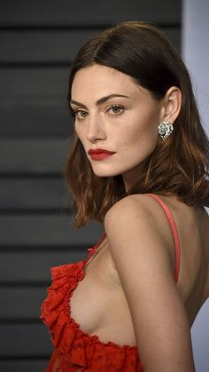 "phoebetonkinweb: """" Phoebe Tonkin attends 2018 Vanity Fair Oscar Party at the Wallis Annenberg Center for the Performing Arts in Los Angeles, CA - March 2018 "" "" Hair Inspo, Hair Inspiration, Vanity Fair Oscar Party, Vampire Diaries, Girl Crushes, Pretty People, Leonardo Dicaprio, Short Hair Styles, Hair Makeup"