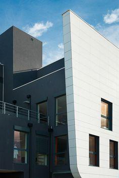 Revestir fachadas de eficiencia energética  La escasa porosidad y la gran resistencia a la humedad de la cerámica técnica de Urbatek se instala en la fachada ventilada de Belaruc-les-Bains