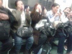 Hay una área especial de maquillaje en el Metro - Porque sabemos aprovechar el tiempo
