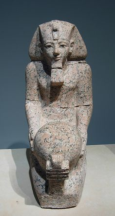 Kneeling statue of Hatshepsut Period: New Kingdom Dynasty: Dynasty 18 Reign: Joint reign of Hatshepsut and Thutmose III Date: ca. 1473–1458 BC