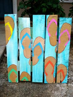Flip Flop Pallet Art/ Sandal Pallet Art ~*■ General Pallet is ■*~ is the Lar. Pallet Crafts, Diy Pallet Projects, Wood Crafts, Wood Projects, Craft Projects, Pallet Ideas, Beach Crafts, Summer Crafts, Pallet Painting