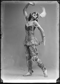 Fokina, Stockholm 1914    Vera Fokina in the ballet Scheherazade.   Glass plate negative.
