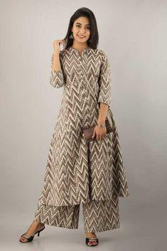 Short Kurti Designs, Simple Kurta Designs, New Kurti Designs, Kurta Designs Women, Kurti Designs Party Wear, Stylish Dress Designs, Designs For Dresses, Stylish Kurtis Design, Indian Fashion Salwar