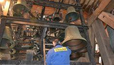 Hazebrouck : le carillon de l'église Saint-Éloi a retrouvé toutes ses notes Depuis quelques mois, le carillon de l'église Saint-Éloi posait quelques problèmes dans l'interprétation de certains morceaux. Et pour cause, deux notes manquaient à l'appel. Vendredi matin, deux campanistes de l'entreprise spécialisée Bodet sont venus réparer les outrages du temps.