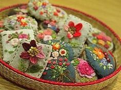 #Embroidery#stitch#needlework #프랑스자수#일산프랑스자수#자수#자수브로치#자수타그램#자수소품 #자수브로치~ 모아놓으니 더 사랑스럽다~