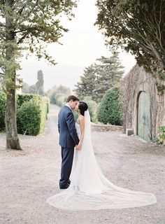 Real wedding of this gorgeous outdoor wedding in Tuscany. #outdoorweddingphotography #realweddings #couplesphotography