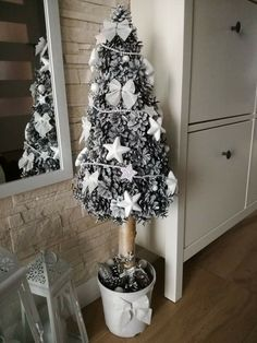 Christmas Wood Crafts, Christmas Projects, Christmas Time, Flower Boxes, Xmas Decorations, Creative Art, Ladder Decor, Diy And Crafts, Holiday Ornaments