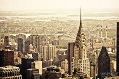Ciudad de la Paz, una encantadora ciudad de Nueva York, con una vista fantástica del edificio Chrysler.