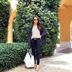 Pin for Later: 33 Outfits Every Petite Woman Should Try An Oversize T-Shirt, an Oversize Cardigan, Skinny Jeans, and Sandals
