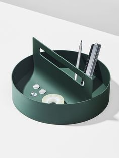 Tool Box is a minimalist tool box created by Switzerland-based designer Anthony Guex. For tools, kitchen utensils or office accessories, Toolbox can be used in different scenarios of everyday life. Interior Design Minimalist, Minimal Design, Study Design, Box Design, Stockholm Design, Design Scandinavian, What Is Fashion Designing, Design Poster, Office Accessories