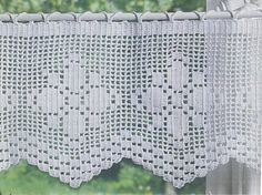 This would be a great way to display an antique crocheted piece I have! lots of pretty crocheted curtains, other crochet things ie doilies, cushions. Filet Crochet, Crochet Lace Edging, Crochet Cross, Crochet Chart, Love Crochet, Crochet Doilies, Knit Crochet, Crochet Patterns, Crochet Things