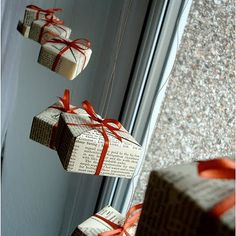 DIY: origami box ornaments or wrap tiny little boxes and hang. Christmas Tops, Noel Christmas, Simple Christmas, Christmas Crafts, Christmas Windows, Christmas Presents, Christmas Window Display Retail, Office Christmas, Diy Christmas Window Displays