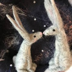 Needle felted Moon gazing hares Wreath perfect for spring, love their artist expressive faces Wet Felting, Needle Felting, Angelina Fibres, Wool Felt, Felted Wool, Felt Wreath, Felt Mouse, Wedding Wreaths, Felting Tutorials