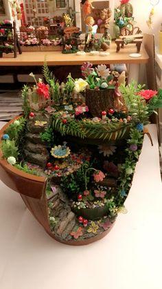 55 Beautiful Fairy Garden Design Ideas For Summer 55 Beautiful Fairy Garden Design Ideas For Summer Fairy Garden Pots, Indoor Fairy Gardens, Fairy Garden Houses, Miniature Fairy Gardens, Small Gardens, Miniature Fairies, Fairy Gardening, Garden Crafts, Diy Garden Decor