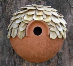 Nichoirs en Terre Cuite - Hobbies paining body for kids and adult Ceramic Bird Bath, Ceramic Pottery, Clay Crafts, Diy And Crafts, Organic Ceramics, Bird Boxes, Hobbies And Interests, Thrown Pottery, Bird Feeders
