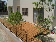 シンプルモダンなウッドデッキ Shade Landscaping, Narrow Garden, Garden Images, Backyard, Patio, Building A House, House Plans, New Homes, Home And Garden