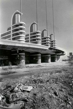 What was once the fabulous Pan Pacific Auditorium, Los Angeles, Ca. Organic Architecture, Architecture Details, Modern Architecture, Abandoned Buildings, Abandoned Places, Art Nouveau, Streamline Moderne, Art Deco Buildings, Googie