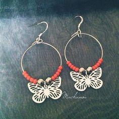 Boucles d'oreilles créoles et petits papillons à perles oranges sur http://machanou.alittlemarket.com