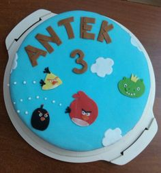 Simple Angry Birds cake