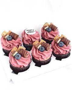 Fancy Cakes, Cute Cakes, Mini Cakes, Cupcake Shops, Cupcake Cakes, Cupcake Recipes, Dessert Recipes, Charlotte Cake, Crepe Cake