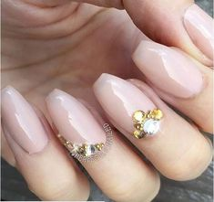 20 Gorgeous Nude Nail Designs That Are Anything But Boring Nude Nails, Gel Nails, Studded Nails, Pedicure Nail Art, Shellac, Simple Nails, Makeup Trends, Beauty Makeup, Beauty Hacks