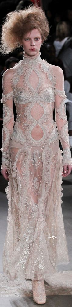 Alexander McQueen Fall Winter 2015-16 RTW