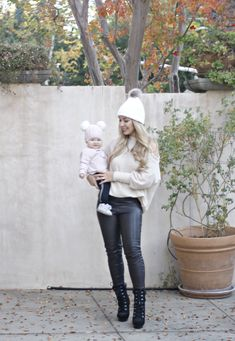 mom & baby trends Mama Baby, Mom And Baby, Baby Girl Fashion, Womens Fashion, Baby Icon, Pullover, Trends, Baby Dress, Normcore