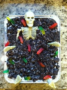 Halloween Dirt Cake---going to make this for Halloween party 2013