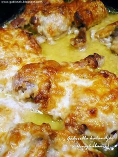 Mustáros-fokhagymás-tejfölös mártásban sült csirkecombok