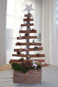 AW21-Weihnachtsbaum als Tischdeko!Alter Holzblock dekoriert als Weihnachtsbaum (Handarbeit aus Zimtstangen)! Preis 29,90%u20AC