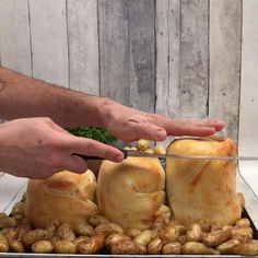 Winter is coming… The post La fondue des Lords appeared first on Best Pins for. - Winter is coming… The post La fondue des Lords appeared first on Best Pins for Yours. Brunch Recipes, Appetizer Recipes, Snack Recipes, Cooking Recipes, Tasty Videos, Food Videos, Beer Cheese Fondue, Good Food, Yummy Food
