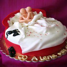 Bolo da Despedida de Solteira… com surpresa debaixo dos lençóis!   #Solteira #Lençóis #Homem #Mulher #Amor #Love #Sex #Sexo #Cake #Bolos #Chocolate #Cupcake #CakeDesign #Oeiras #Lisboa