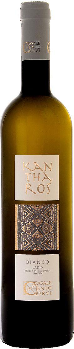 KANTHAROS BIANCO  Kantharos era il nome della coppa con due manici tipicamente etrusca. Questo vino è un connubio tra tra tradizione, evoluzione e tecnologia. Il sauvignon blanc, riconosciuto come uno dei grandi vitigni internazionali, ha trovato in queste terre vulcaniche e sabbiose una particolarissima espressione, che lo rende unico nel suo genere.