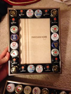 DIY Christmas present for dad. Beer caps collected over the year glues around a picture frame #diy #fathersgift #christmas
