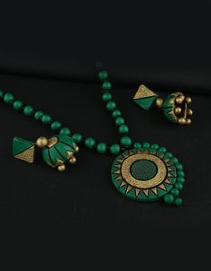 Explore online designer handmade jewellery at Anuradha Art Jewellery. We offer exclusive collection in terracotta jewellery set at an affordable cost. Handmade Jewelry Designs, Handmade Necklaces, Handcrafted Jewelry, Beaded Necklaces, Handmade Jewellery, Beaded Jewelry, Terracotta Jewellery Online, Terracotta Jewellery Designs, Mandala Jewelry