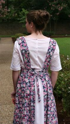 Ladies' Edwardian Apron Pattern (back view) | Sense & Sensibility Patterns