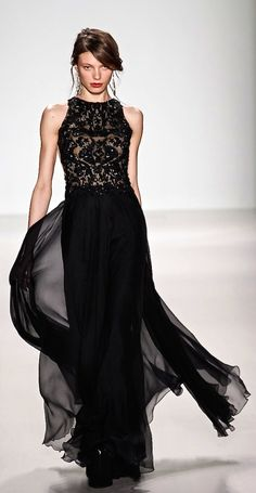 Christian Dior, 2015. Dig the style and flow. Would love to see this in some other jewel tones. Would be stunning.
