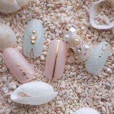 ネイル 画像 NailRoomArudy 秦野 1642476 青 ピンク 白 ビジュー ワンカラー 夏 リゾート デート 海 ソフトジェル ハンド