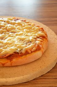 """Już jakiś czas mam swój ulubiony przepis na pizzę ( klik ), który już znam na pamięć i tak na prawdę robię go już """"na oko"""" :) Ale nie była..."""