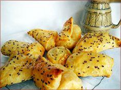 Pateuri cu Branza   Bucataresele vesele Romanian Food, Appetizer Dips, Cheese Recipes, Breakfast Recipes, Bakery, Good Food, Easy Meals, Food And Drink, Snacks