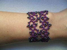 Bracelet violet dentelle avec perles gris ,frivolite style gothique, victoriene , bracelet dentelle violet