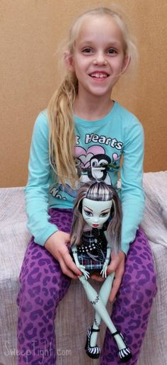 The new Monster High dolls are awesome! #toysrus #ad