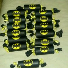 Batman party poppers made from toilet paper tubes, tissue paper and paper ribbon. Just fill with treats!
