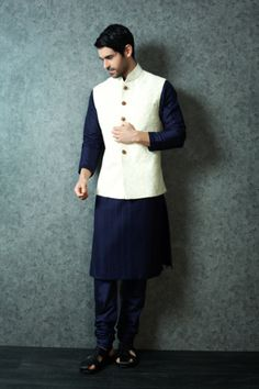 Best site to plan a modern Indian wedding WedMeGood covers real weddings Ethnic Wear Indian Men, Indian Groom Wear, Indian Men Fashion, Wedding Dresses Men Indian, Wedding Dress Men, Wedding Suits, Indian Engagement Outfit, Engagement Dress For Men, Mens Traditional Wear
