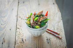 Sałatka z makaronem soba i grillowanym kurczakiem   Ósmy kolor tęczy - Blog kulinarny