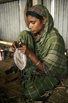 A woman in a training centre for traditional handicrafts, a project that is assisted by the United Nations Development Programme (UNDP), in Demra, Bangladesh. Photo ID 297086. 1989. Demra, Bangladesh. UN Photo/M. Wild.